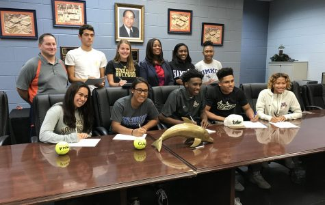 Senior athletes sign to college