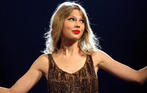 https://upload.wikimedia.org/wikipedia/commons/8/80/Taylor_Swift_3%2C_2012.jpg