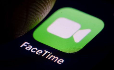 BERLIN, GERMANY - DECEMBER 14: The Logo of videotelephony product FaceTime is displayed on a smartphone on December 14, 2018 in Berlin, Germany. (Photo by Thomas Trutschel/Photothek via Getty Images)